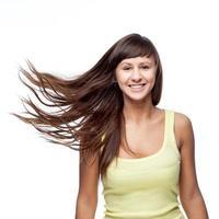 attraktiv kaukasisk leende flicka foto