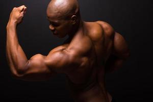 stark afroamerikansk kroppsbyggare foto