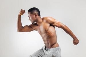 atletisk afroamerikansk man shirtless foto