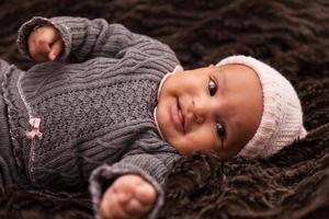 förtjusande liten afrikansk amerikanflicka - svarta människor foto