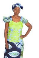 vacker kvinna gör olika uttryck i olika uppsättningar kläder foto