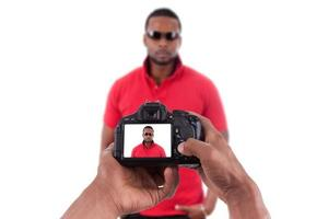 afroamerikansk fotograf tar studiobilder
