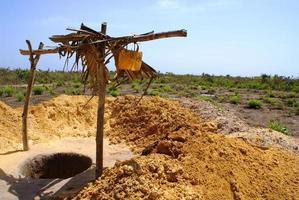 gräva en brunn i Afrika foto