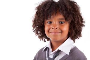 porträtt av en söt afroamerikansk liten pojke foto