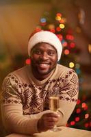 kille med champagne foto