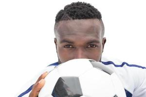 närbild porträtt av en seriös fotbollsspelare foto