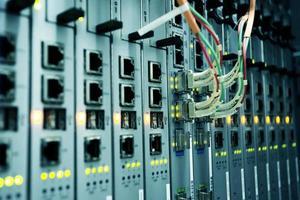 telekommunikationsenheter i datacentret foto