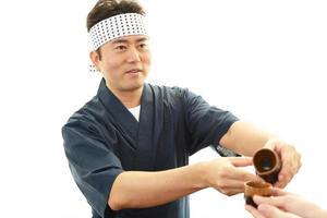 arbetande asiatiska servitör foto