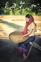 asiatiska kvinnor som arbetar foto