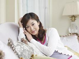 ung asiatisk kvinna foto