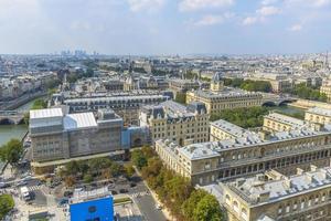 Flygfoto över Paris från Notre-Dame
