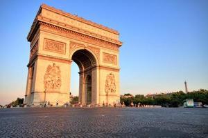 arc de triomphe vid solnedgången, Paris foto