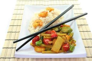 ris med asiatiska räkor foto