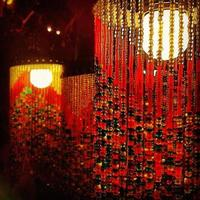 asiatiska röda pärl lampor foto
