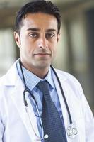 asiatisk manlig läkarmann foto