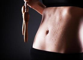 fitness kvinna efter träning med hopprep foto