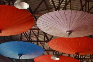 asiatiska paraplyer foto