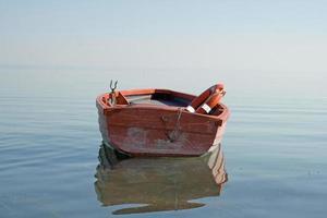 han är fortfarande liv på sjön. foto