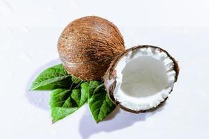 sprucken kokosnöt foto