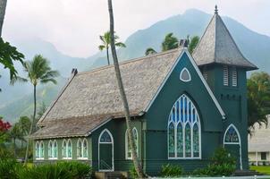 gammal grön kyrka på hawaii foto