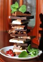 olika choklad mynta efterrätt foto