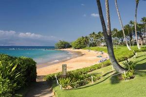 strandpromenad längs Ulua Beach, södra stranden av Maui, Hawaii foto