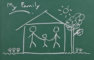 teckning av familjen på svarta tavlan foto
