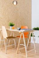 enkelt träskrivbord foto