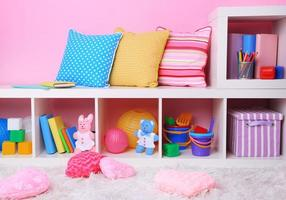 interiör i klassrummet i rosa toner i skolan foto