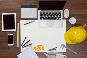 skrivbord bakgrund med konstruktion projektidéer koncept foto