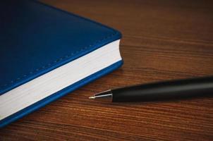 penna och anteckningsblock foto