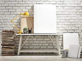 håna upp affisch på bord, trägolv och tegelbakgrund. foto