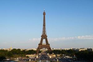 klassisk utsikt över Eiffeltornet i Paris foto