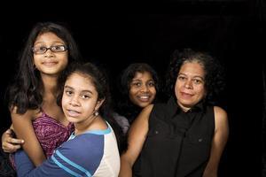 lycklig familjeåterförening foto
