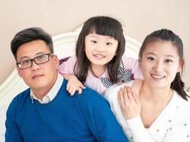 familj på tre foto