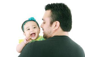 glad ung far och hans baby dotter foto