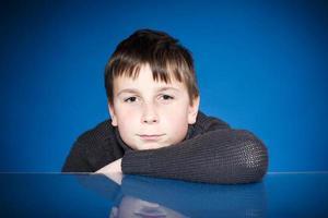 porträtt av en tonårspojke foto