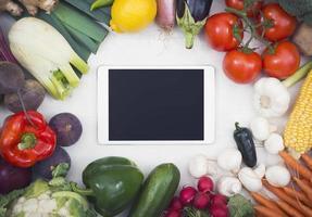 grönsaker hjälte header bild med tablet pc foto