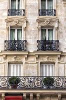 traditionell fasad i Paris foto