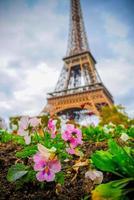 paris skyline med eiffeltornet foto