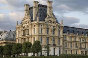 Louvre konstmuseum i Paris foto