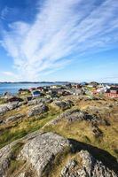 huvudstad i den grönländska godthab nuuk under sommaren foto