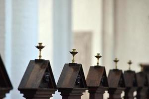 kyrka bänk detalj foto