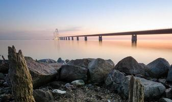 bro över storbälten i danmark foto