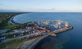 Flygfoto över Mosede hamn, Danmark foto