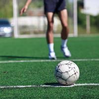 fotbollsplan och spelare foto