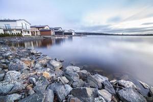 lyxhus vid sjön foto