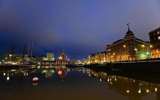 natt utsikt över Helsingfors foto