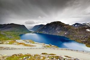 sjön djupvatnet nära geirangerfjord, dalsnibba - norge - skandinavien foto
