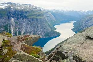 berömda norska stenvandringsplats - trolltunga, trolltunga, norge foto